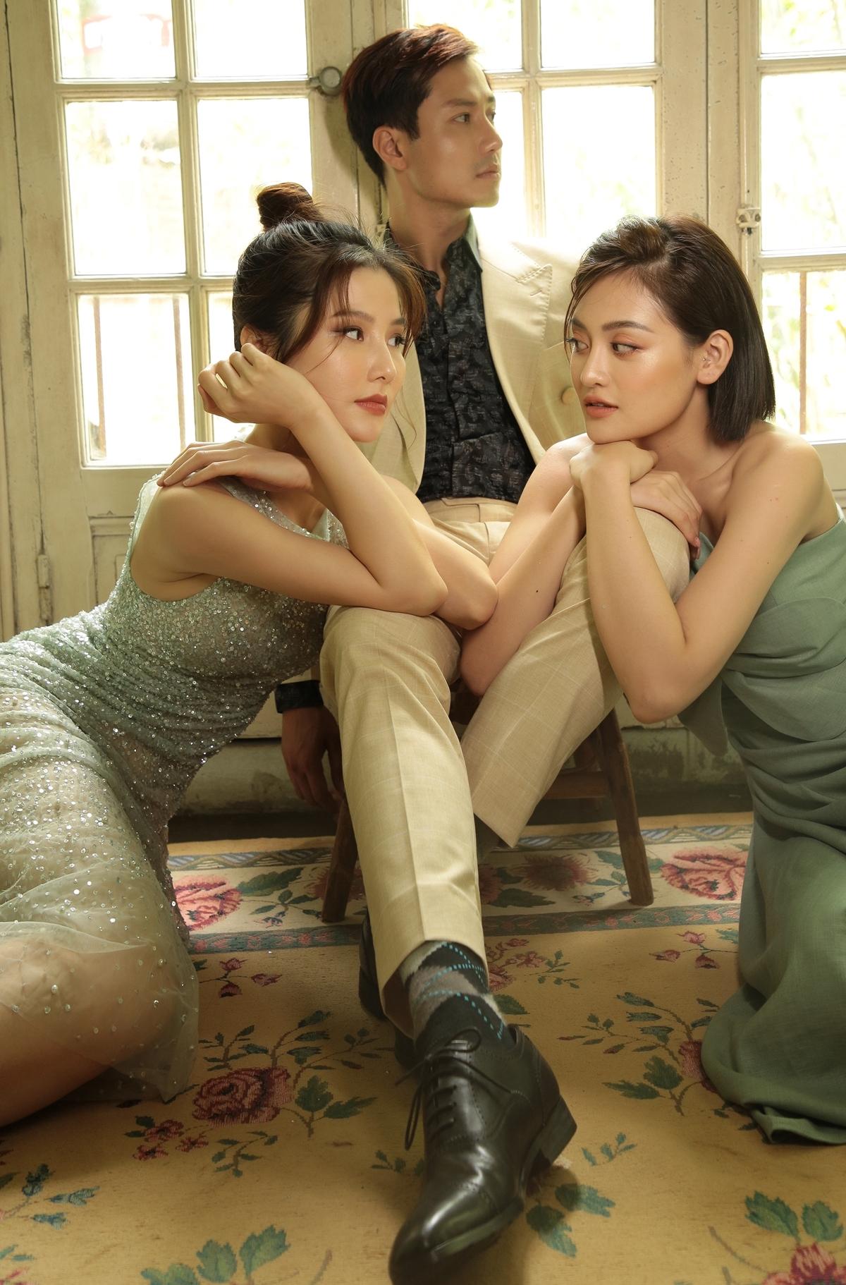 i cho diễn xuất của hai bạn diễn nữ và luôn cười rất tươi pha trò trong suốt quá trình làm việc chung. Có thể thấy, cả trong phim và ngoài đời, Thanh Sơn đều tương tác rất tốt với các bạn diễn.