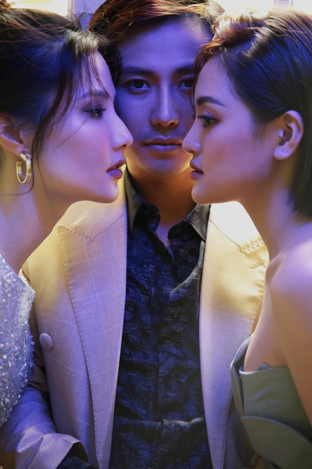 Bộ ba diễn viên thân nhau khi đóng phim truyền hình Tình yêu và tham vọng, đang lên sóng VTV3. Ý tưởng thực hiện bộ ảnh dựa trên chuyện tình tay ba như trong phim mà họ đang tham gia.