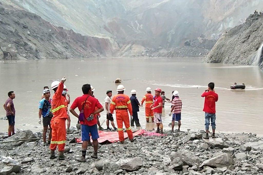 Hiện trường vụ sập mỏ đá quý ở bang Kachin. Ảnh:AFP.