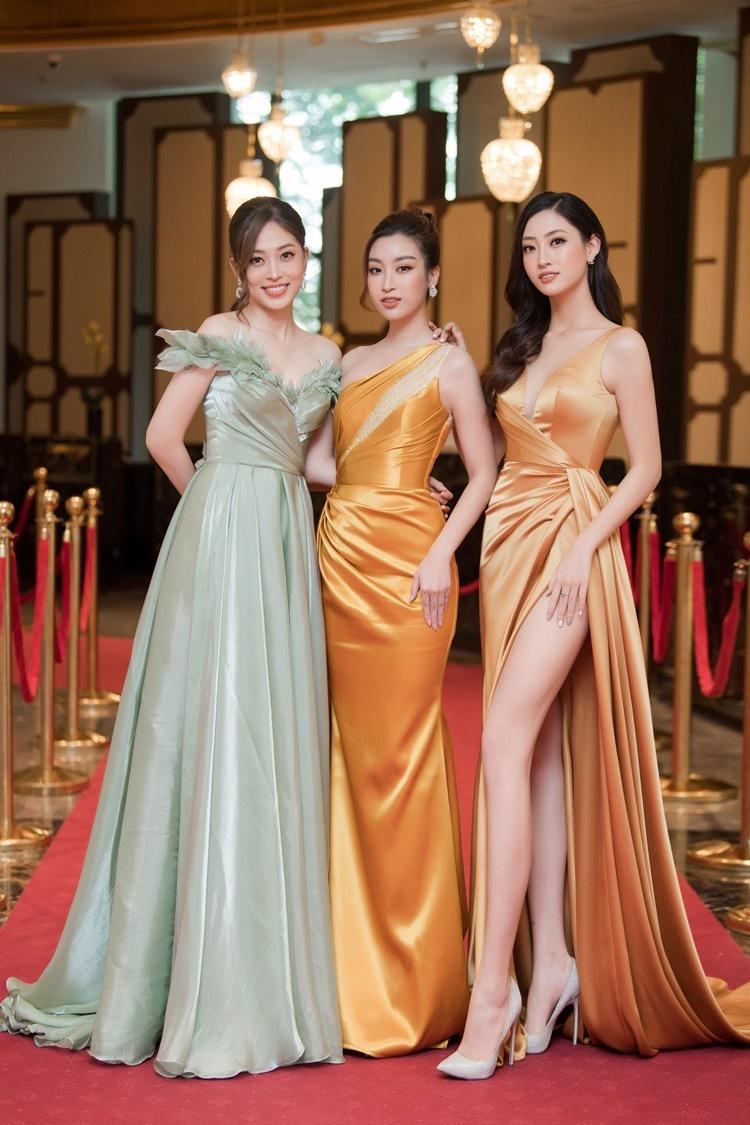 Phương Nga hội ngộ Đỗ Mỹ Linh, Lương Thùy Linh tại sự kiện khai trương một khách sạn là nơi lưu trú của các thí sinh vòng chung khảo phía Bắc - Hoa hậu Việt Nam 2020.