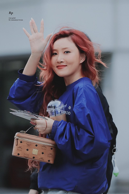 Không cần phải nói nhiều về độ nổi tiếng của Hwasa tại Hàn. Nữ idol luôn là một trong những gương mặt đình đám, được khán giả nhiều lứa tuổi yêu thích, quen mặt biết tên. Hwasa cũng chứng minh sức hút đặc trưng khi trở thành ngôi sao quảng cáo được nhiều thương hiệu hàng tiêu dùng, mỹ phẩm săn đón.
