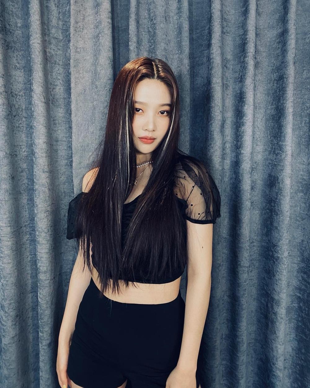 Joy là thành viên có nhiều hoạt động nổi bật nhất Red Velvet trong nửa đầu 2020. Cô nàng gây chú ý khi tham gia show Handsome Tigers, đọc thông báo trên tàu điện ngầm, hợp tác trong ca khúc Mayday cùng Crush và đóng quảng cáo cho một số thương hiệu mỹ phẩm.