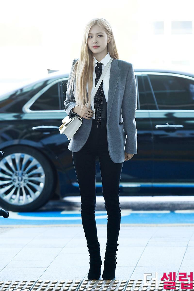 Những thiết kế skinny jeans ôm sát làm nữ idol lộ nhược điểm đôi chân nhỏ và cong.