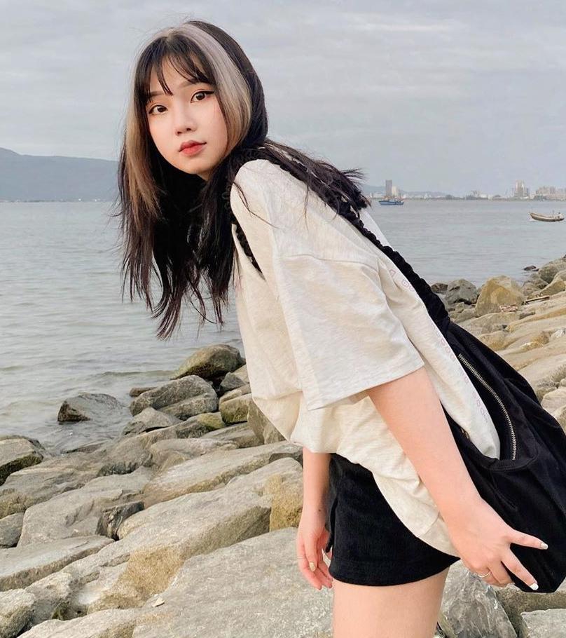Hot girl Instagram Uyên Vy nhanh chân đi làm tóc như Jennie chỉ hai ngày sau khi sản phẩm How you like that ra mắt, cho thấy độ cuồng của Blink Việt không kém fan ngoại.