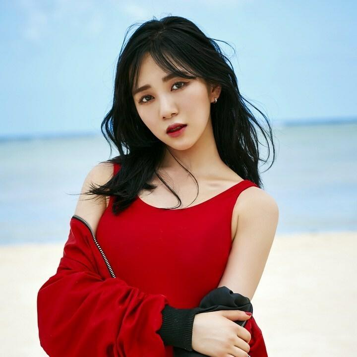 Mina sinh năm 1993, debut năm 2012 trong đội hình AOA và rời nhóm tháng 5/2019.