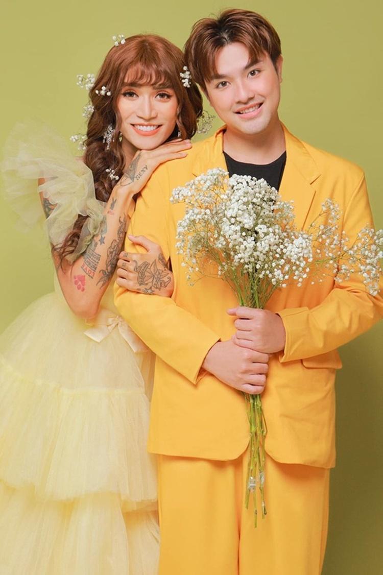 BB Trần - Quang Lâm chụp ảnh theo chủ đề cô dâu - chú rể. Trong đó, BB Trần giả gái. Cả hai vẫn chưa có ý định kết hôn mà chỉ muốn chung sống như hiện tại.