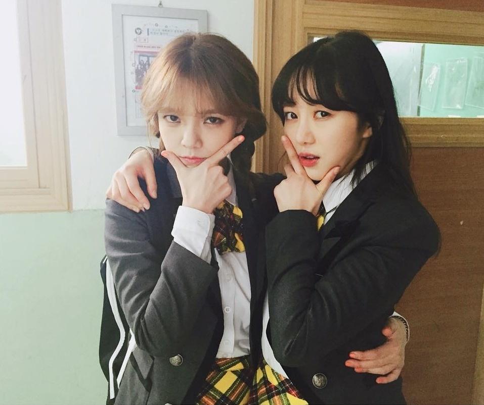 Ji Min (trái) và Mina hồi còn trong nhóm AOA.