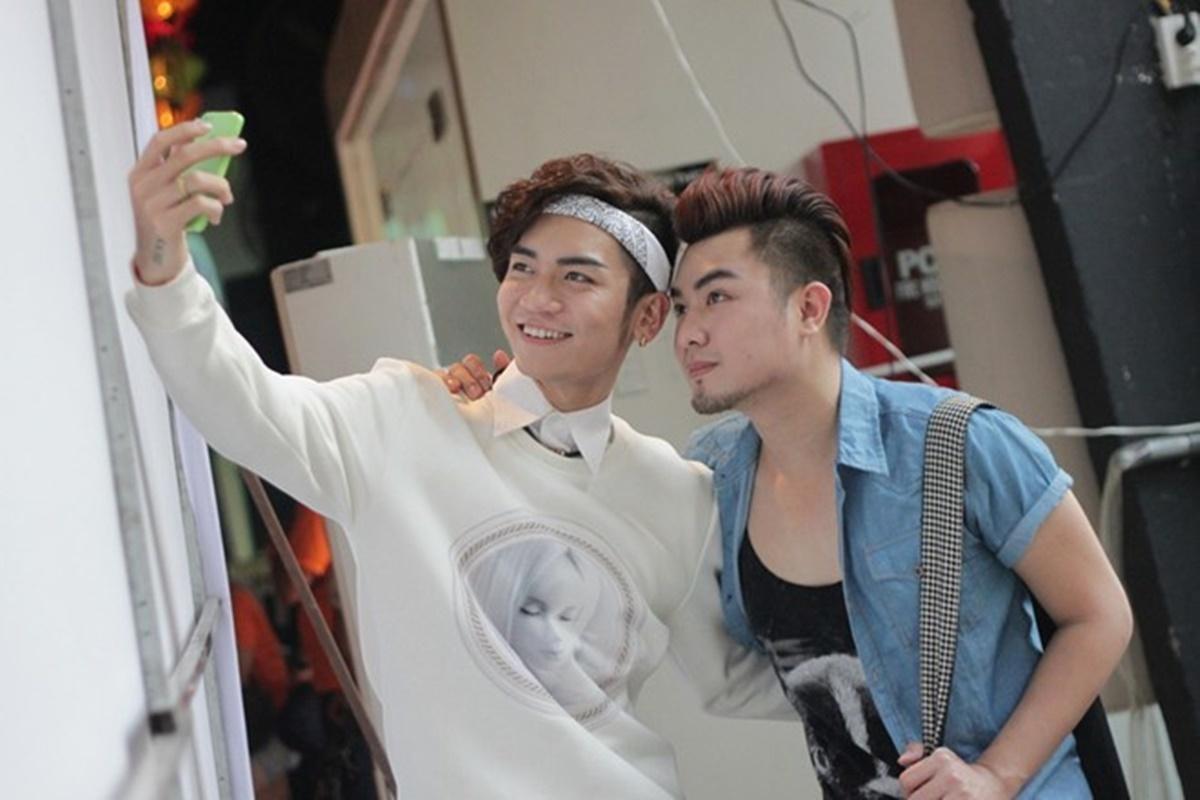 Trên trang cá nhân, BB Trần và Quang Lâm luôn dành cho đối phương những lời nhắn nhủ ngọt ngào. Tình cảm của cả hai được fans theo dõi, ủng hộ.