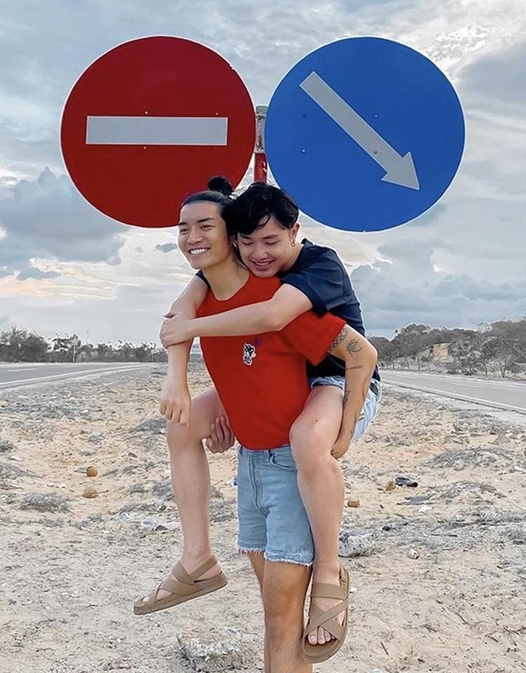 Cả hai thường đi du lịch để hâm nóng tình cảm. BB Trần không ngại công khai thể hiện tình cảm với bạn trai.