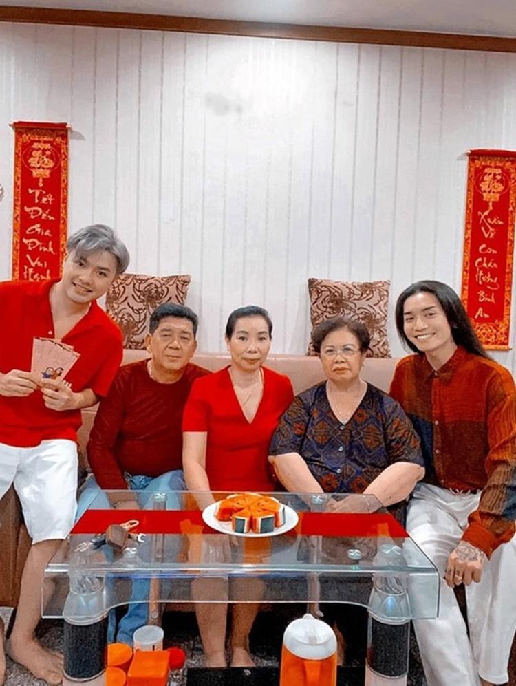 Mối quan hệ của BB Trần - Quang Lâm được gia đình ủng hộ. Nhiều lần, BB Trần đưa bạn trai về quê ra mắt gia đình.