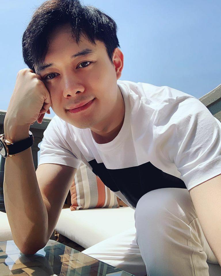 Ngoài việc theo đuổi sự nghiệp diễn xuất tạ TP HCM, Anh Dũng có thêm một nhà hàng ở Hà Nội và thành lập một công ty nhỏ với bạn thân trong lĩnh vực đào tạo diễn viên, tổ chức sự kiện.