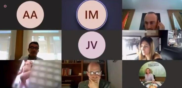 Hình ảnh của quan chức Tây Ban Nha trong cuộc họp trực tuyến.
