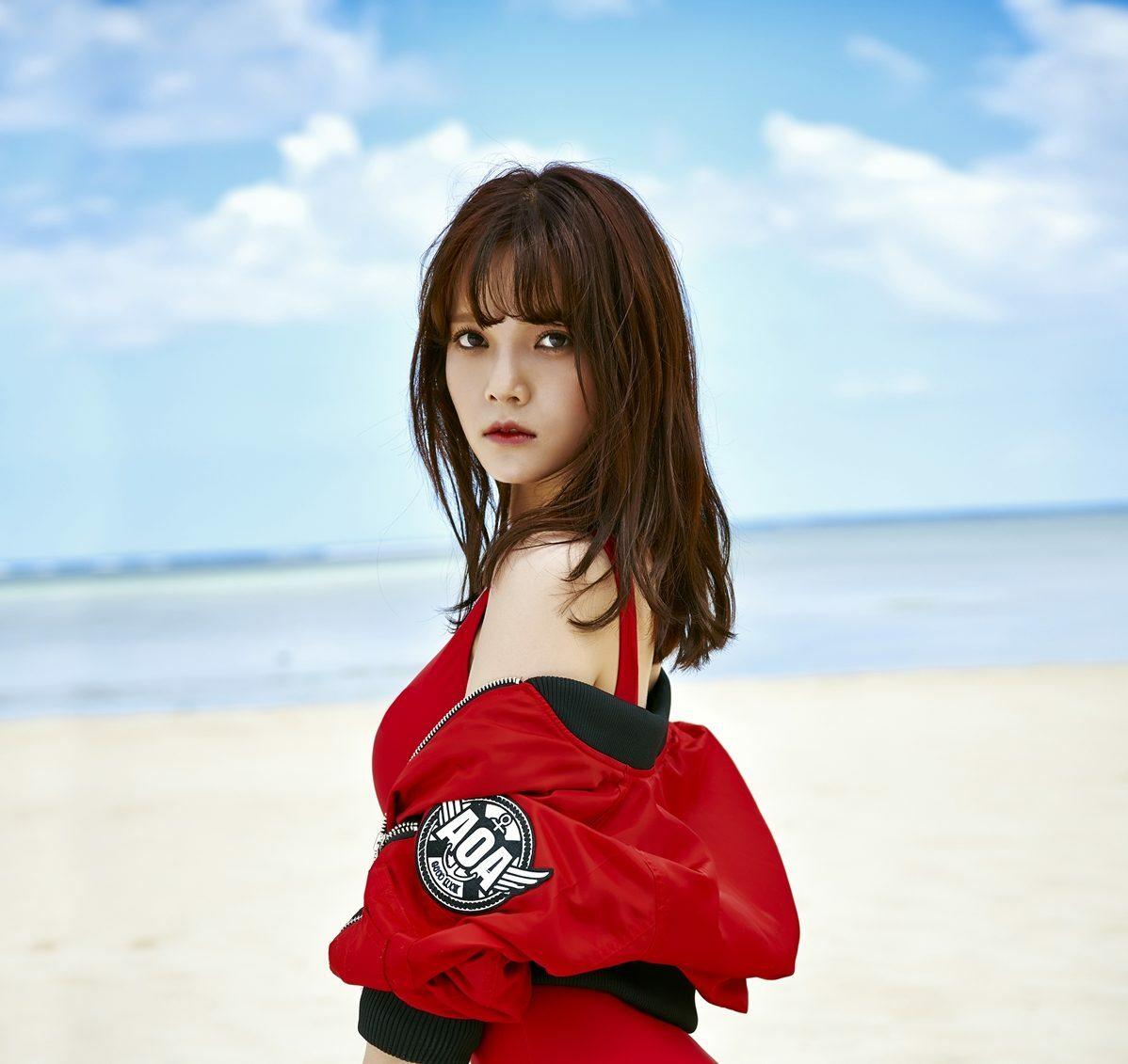 Mina rời nhóm và dừng hoạt động giải trí.