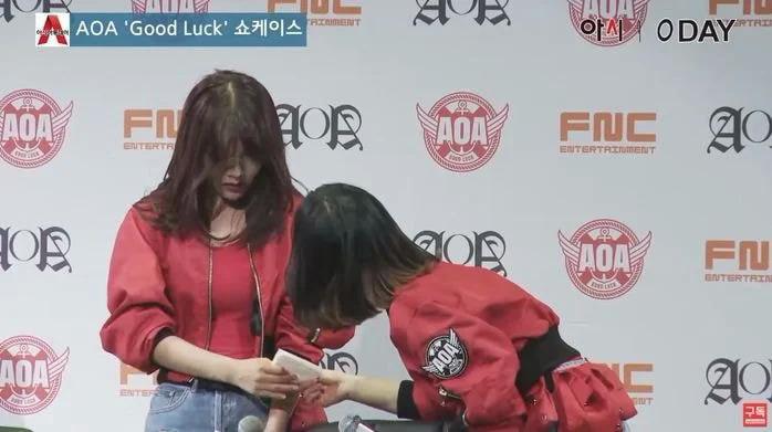 Netizen tìm bằng chứng Ji Min (AOA) bắt nạt Mina - 7