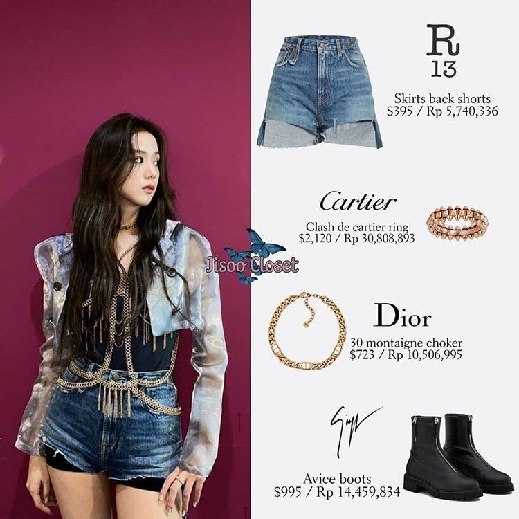Bộ đồ của Ji Soo gồm quần shorts và jacket ngắn khá đơn giản, nhưng được trang trí thêm dây xích, vòng cổ của Cartier và Dior tăng độ đẳng cấp.