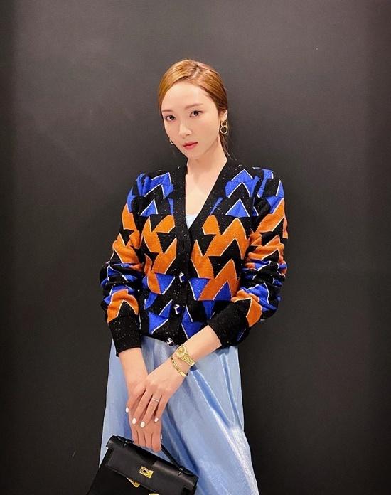 Jessica chuộng phong cách thanh lịch, chỉn chu như các nữ doanh nhân.