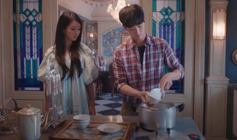 Moon Young thành công khiến Kang Tae đến ở cùng mình sau khi tìm đủ cách.