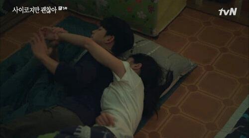 Moon Young quấy rối Kang Tae.