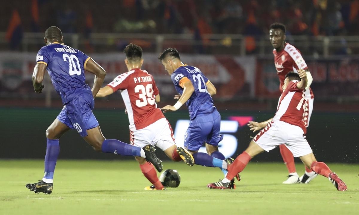 Dù thi đấu hết sức nhưng Công Phượng và đồng đội vẫn phải chấp nhận trận thua 1-2.