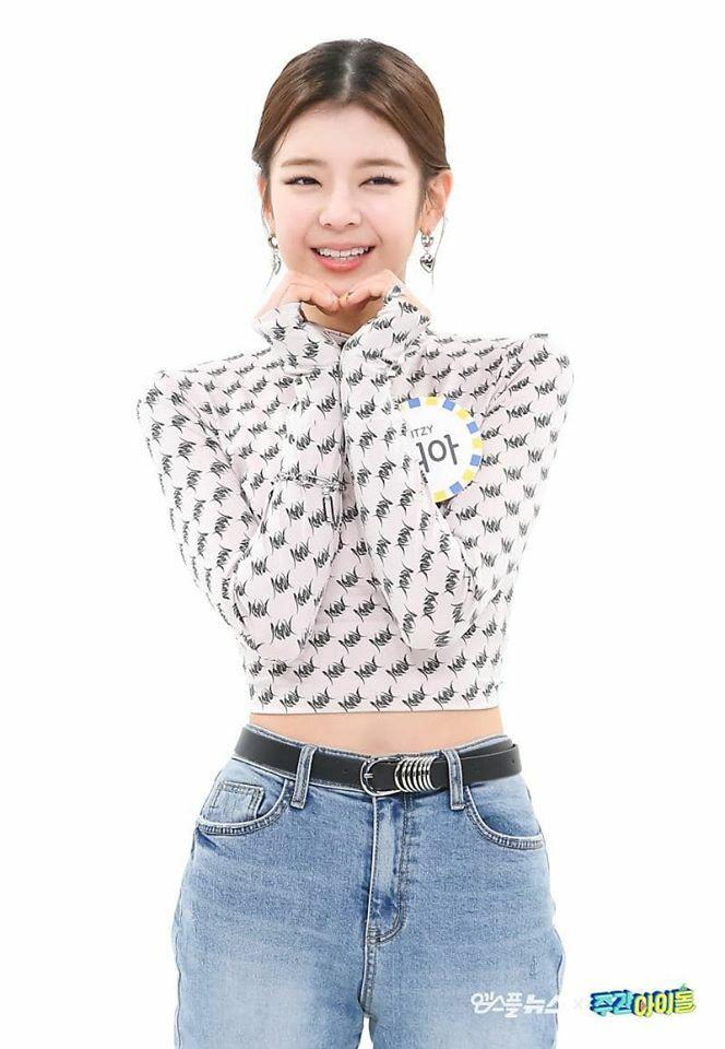 Kiểu tóc của Lia được dân Hàn gọi là tóc rẽ ngôi giữa Cheonghak-dong, dựa theo một vùng nông thôn của Hàn Quốc. Style tóc này bị đánh giá là quê mùa giống các bà thím, tuy nhiên với Lia cô nàng trông vẫn xinh tươi như thường.
