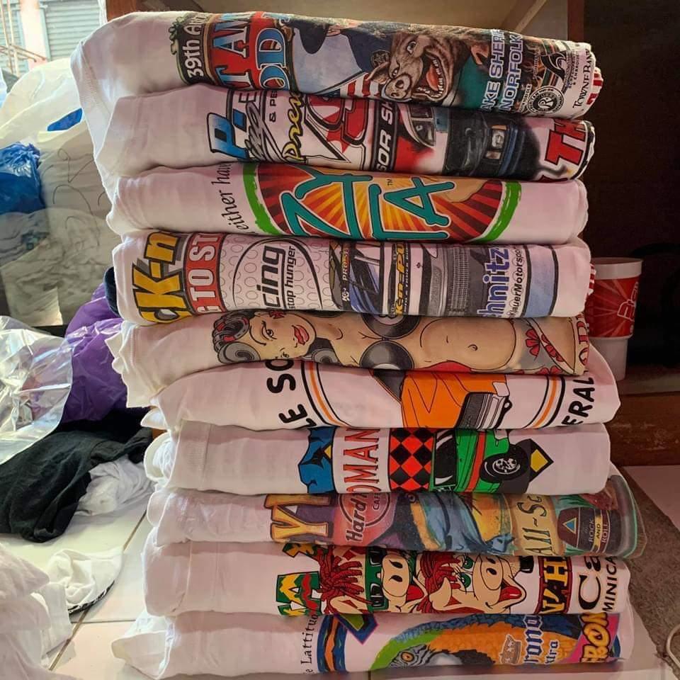 Các loại áo thun unisex second-hand (hàng đã qua sử dụng theo phong cách phi giới tính) được nhập nguyên kiện về Việt Nam với hàng trăm mẫu mã khác nhau. Sau đó, các cửa hàng sẽ phân phối và bán ra thị trường.