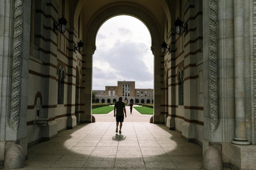 Đại học Rice ở bang Texas vắng bóng sinh viên. Ảnh:New York Times.