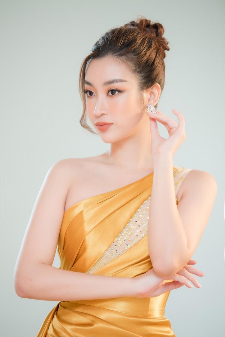 Đỗ Mỹ Linh từng chấm thi Hoa hậu Việt Nam 2018. Sau bốn năm đăng quang, cô nỗ lực phát triển sự nghiệp, tích cực tham gia các dự án nhân ái và giữ hình ảnh sạch, không scandal. Ngoài vị trí giám khảo, cô cũng đảm nhận vai trò MC ở hai phần thi phụ là Người đẹp Nhân ái và Thuyết trình ở Hoa hậu Việt Nam 2020.