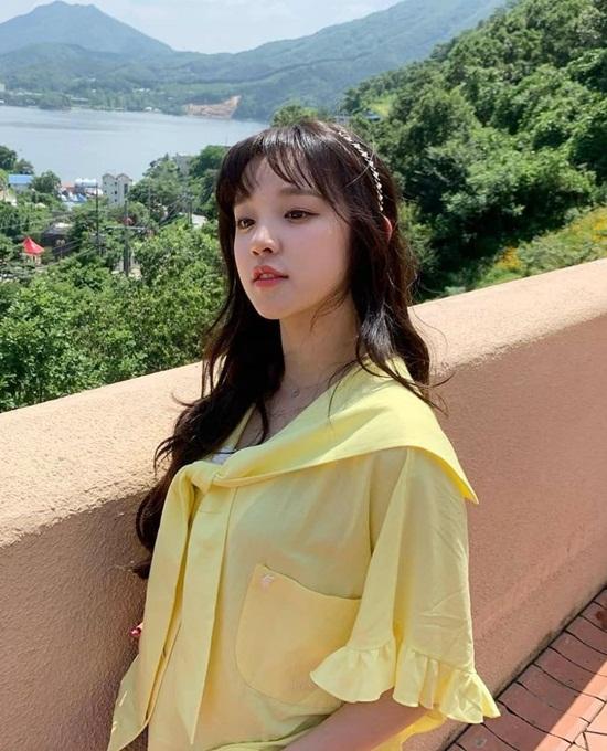 Yu Qi (G)I-DLE có khuôn mặt trẻ con, thường bị nhầm với học sinh trung học dù thực tế cô nàng đã bước sang tuổi 21.