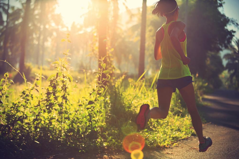 Chạy buổi sáng tốt cho sức khỏe, giúp tinh thần minh mẫn cả ngày. Ảnh: Shutterstock.