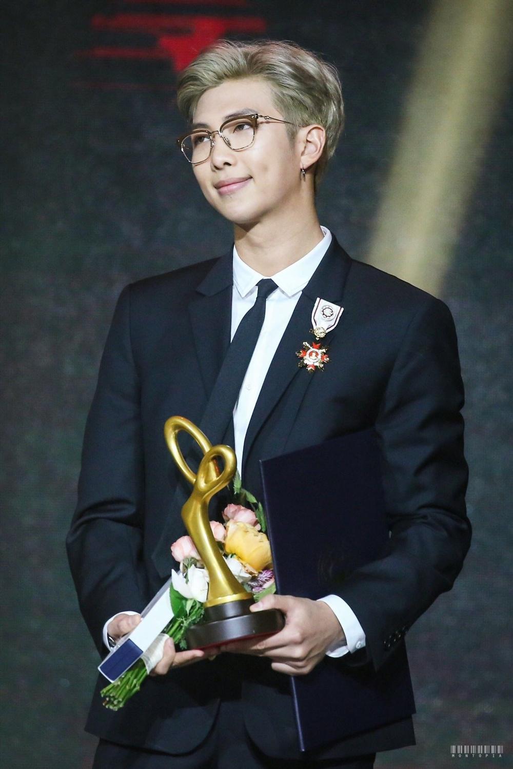 Thành viên nổi tiếng nhất: RM.