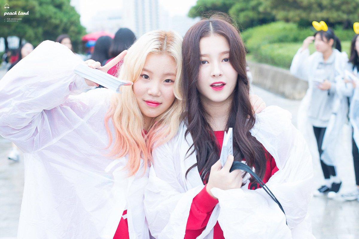 Thành viên nổi tiếng nhất: JooE (trái) và Nancy.