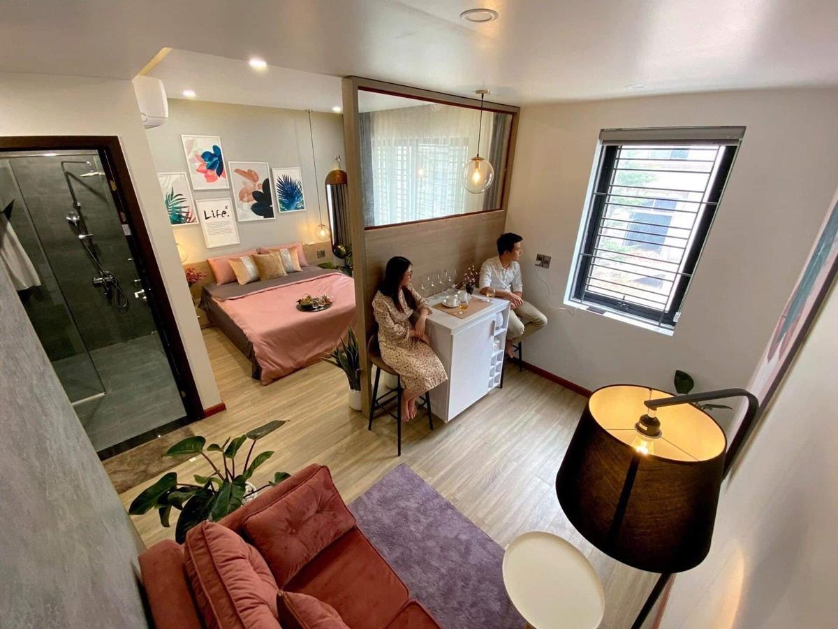 Ngoài ra, vợ chồng hoặc uyên ương có thể chọn phòng VIP (còn gọi là phòng Honey moon), có quầy bar, sofa phòng khách, phòng thay trang phục và trang điểm, tổng diện tích hơn 30 m2 .