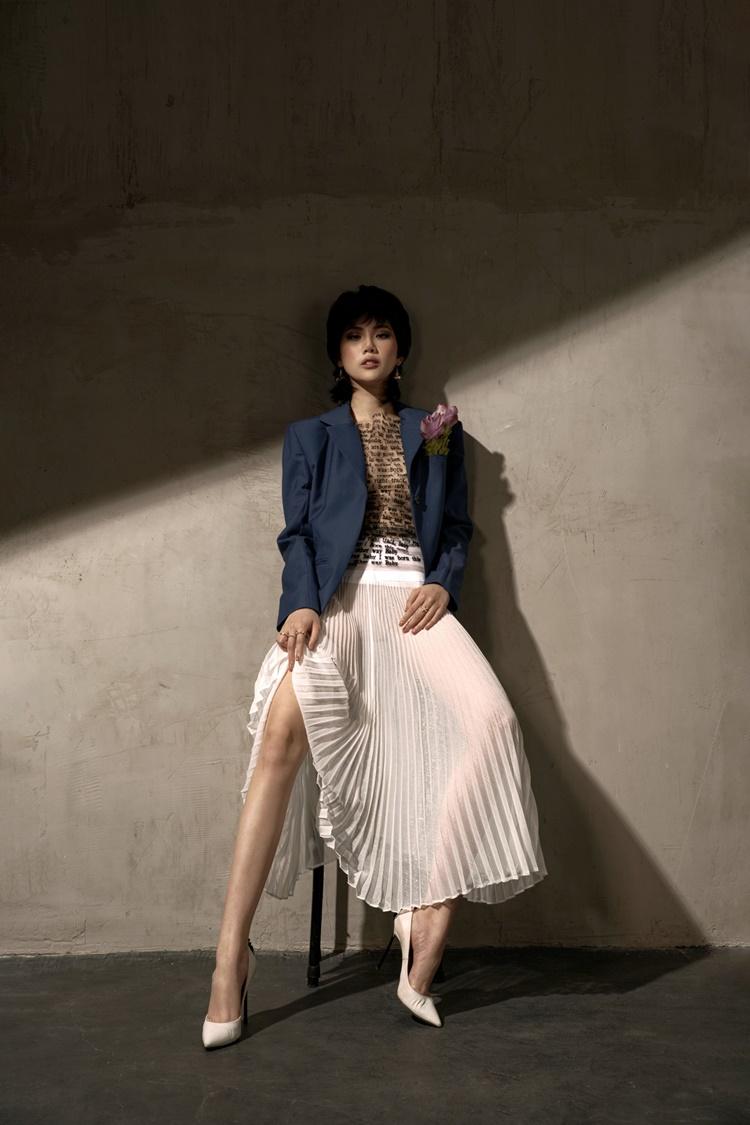 Quỳnh Hoa nặng 51 kg, sở hữu số đo 85-54-90 cm. Sau dịch Covid-19, cô trở lại với sàn diễn. 18/7 tới, cô đảm nhận vị trí vedette trong show diễn kỷ niệm 5 năm hoạt động thời trang của NTK Thảo Nguyễn tại Hà Nội.
