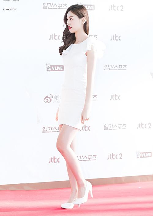 Do Yeon có chiều cao 1,73 m, thường được khen vì đôi chân đẹp thuộc hàng top trong Kbiz. Mỹ nhân cao kều thường xuyên gắn bó với đôi giày cao gót khi xuất hiện.