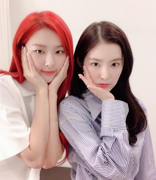 Bộ đôi Seul Gi - Irene chỉ cần đứng cạnh nhau cũng đủ khiến fan no mắt.