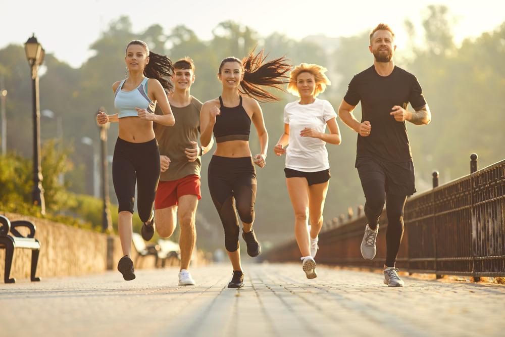 Chạy theo nhóm có thể giúp runner tăng hứng thú tập luyện. Ảnh: Shutterstock.