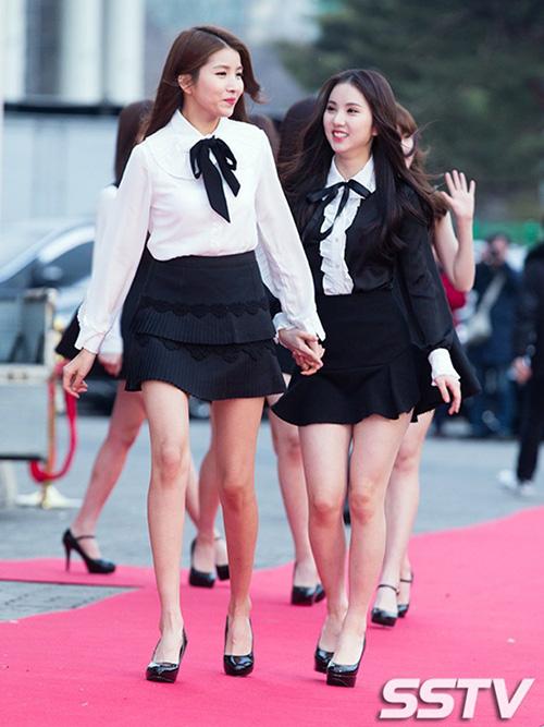 So về dáng vóc, So Won không hề kém cạnh các người mẫu với chiều cao 1,73 m, đôi chân thon dài thẳng tắp. Khi đứng cạnh các thành viên khác trong nhóm, cô nàng cao vượt trội.