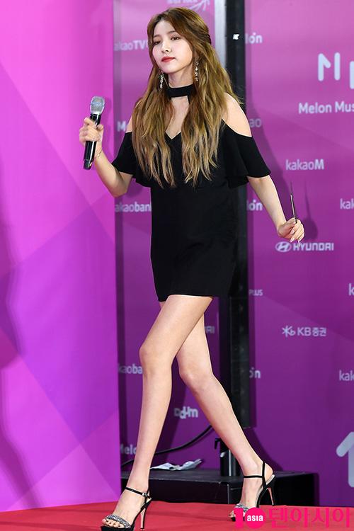 5 idol dáng đã cao vẫn thích đi giày chót vót - 14