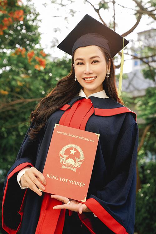hệ đại học thanh nhạc của Học viện âm nhạc quốc gia Việt Nam.