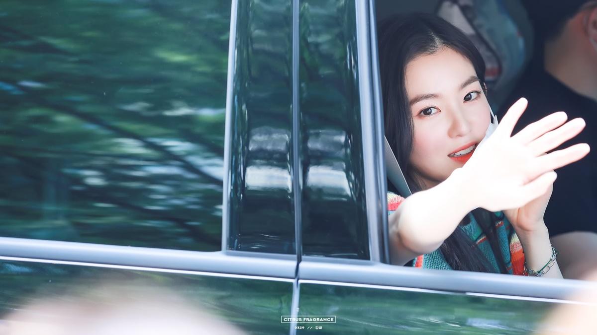 Khoảnh khắc đẹp như phim của Irene khiến fan ôm tim - 2