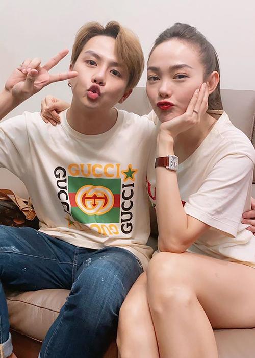 Duy Khánh và Minh Hằng chu môi so độ cute khi hội ngộ.