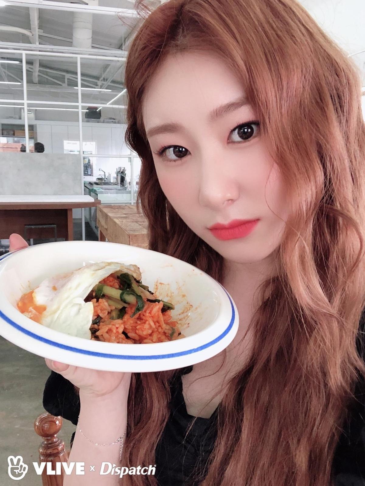 Sau thời gian bị chê bai về nhan sắc, Chae Ryeong ngày càng xinh đẹp.