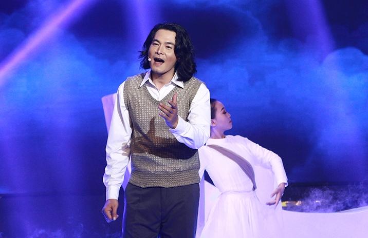 Quách Ngọc Ngoan trên sân khấu đêm chung kết.