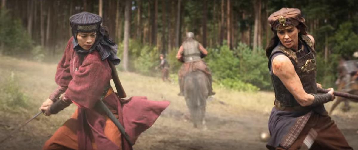 Ngô Thanh Vân đóng vai chiến binh bất tử, chung khung hình với minh tinh Hollywood Charlize Theron.