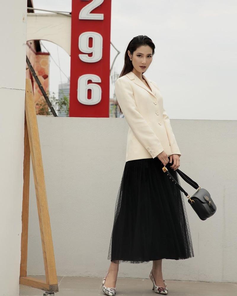Diện cả cây Dior, Diễm My 9x trông như một quý cô Paris.