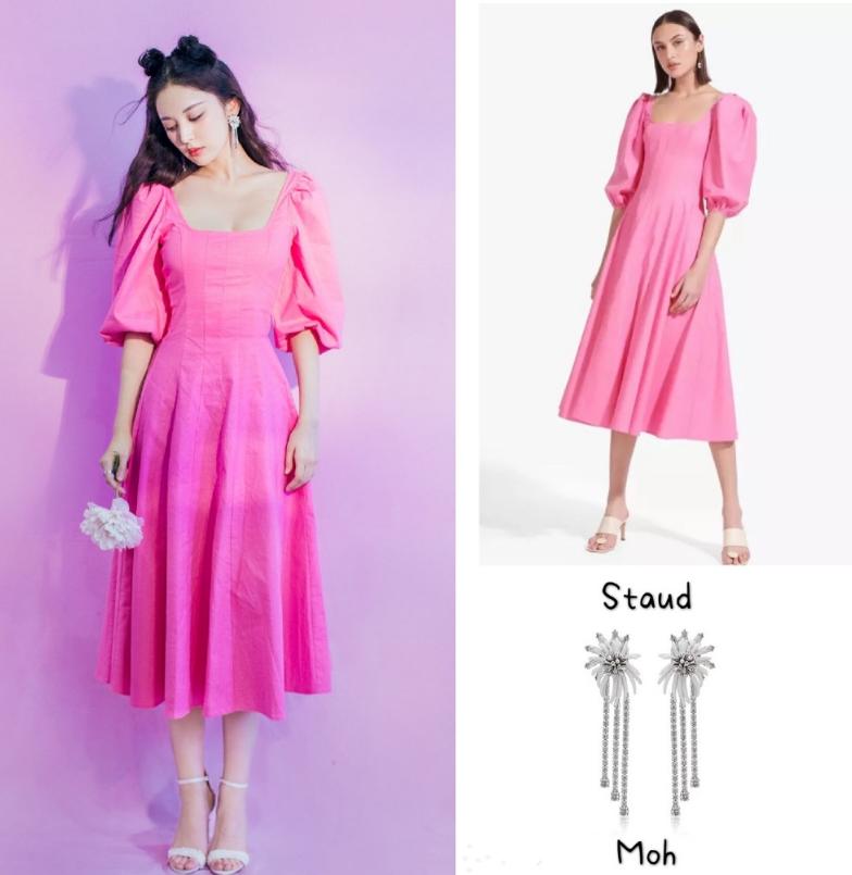 Thiết kế này từng được Cổ Lực Na Trát diện hồi tháng 6 để tham gia một show truyền hình. Mỹ nhân Tân Cương phối váy hồng với giày cao gót Jimmy Choo, bông tai Moh để hoàn thiện diện mạo công chúa.