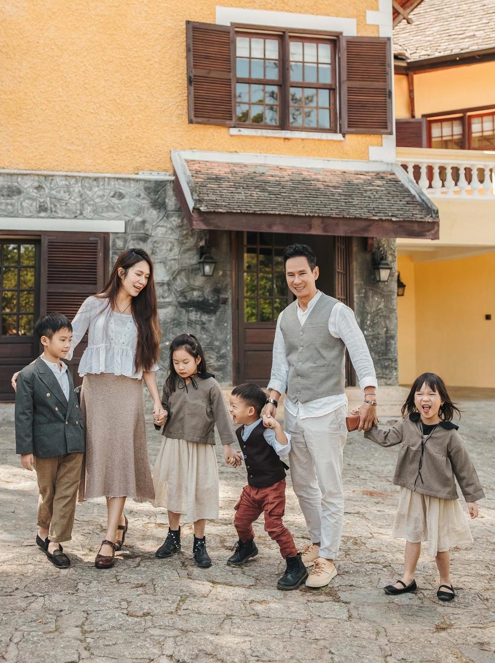 Cũng dịp này, gia đình Lý Hải - Minh Hà dành thời gian nghỉ dưỡng, chụp ảnh kỷ niệm.
