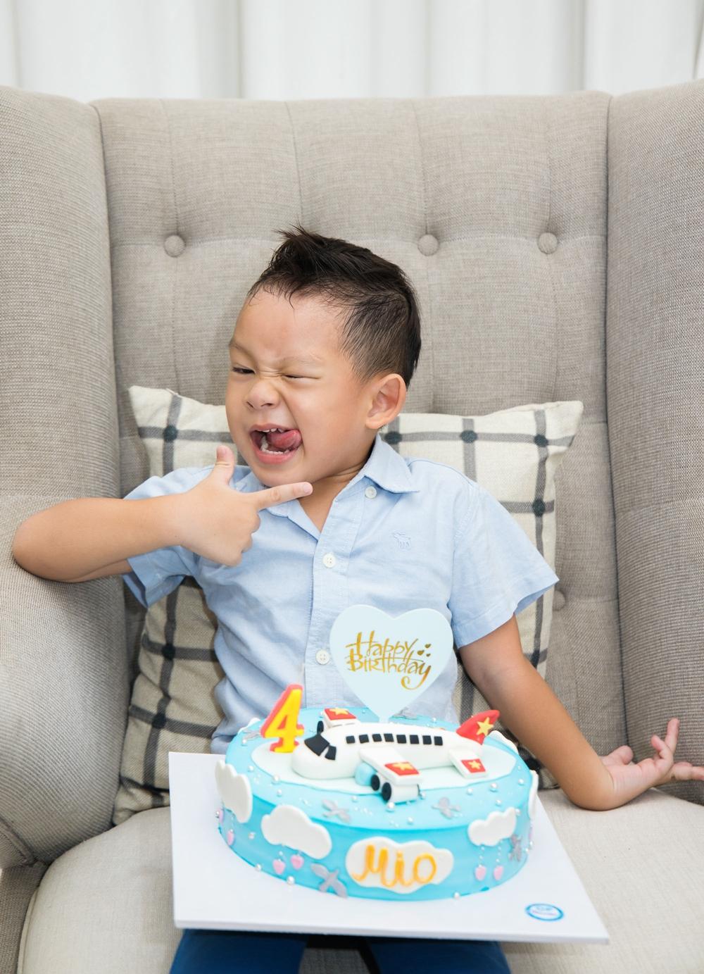 Minh Hà chia sẻ, thường sinh nhật một tuổi của các con gia đình sẽ làm hoành tráng. Từ hai tuổi trở lên sẽ đơn giản hơn vì thích sự ấm cúng.