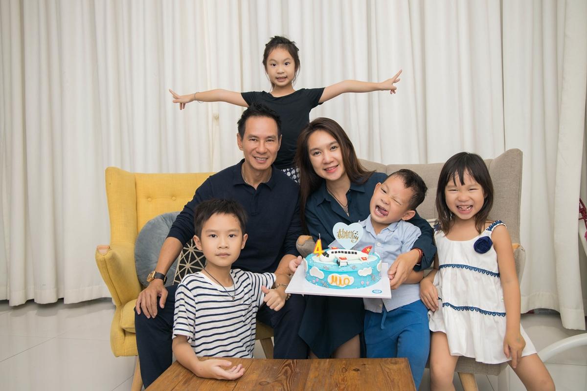 Gia đình Lý Hải - Minh Hà vừa có chuyến nghỉ dưỡng tại Đà Lạt. Nhân dịp này, con trai của hai nghệ sĩ - bé Mio lên 4 tuổi nên cả nhà quây quần tổ chức sinh nhật.