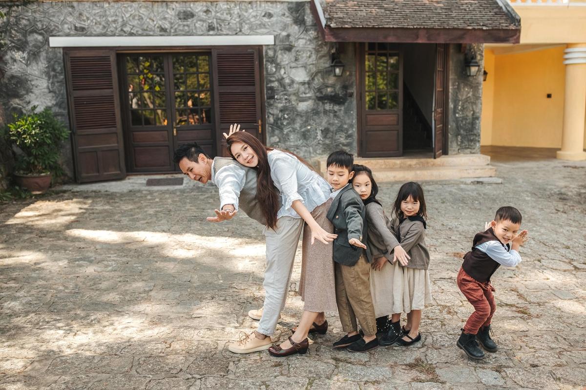 4 đứa con của họ ai cũng thích chụp ảnh nên không khó để cho ra được những bức ảnh đáng yêu như thế này.